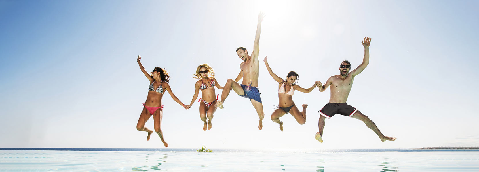 Family-Jumping-in-Pool